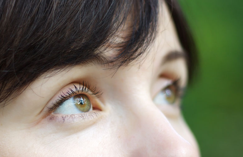 woman-with-hazel-eyes