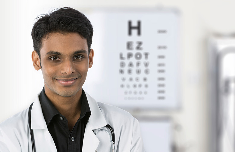my-medical-forum-eye-doctor-with chart